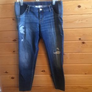Distressed maternity jeans, relaxed fit. Size 8